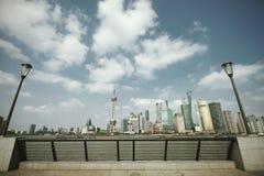 Lujiazui Finance&Trade zon av Shanghai gränsmärkehorisont på nytt Arkivfoto