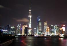 Lujiazui Finance&Trade Zone von Shanghai-Skylinen am Nachtlandsca Stockfotos