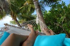 Lujo relajante del hamaca del paraíso de Maldivas Fotos de archivo libres de regalías