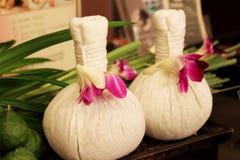 Luk Pra Kob è un massaggio di erbe tradizionale Fotografia Stock Libera da Diritti
