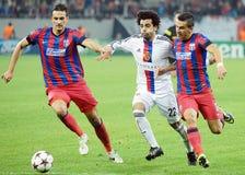 Lukasz Szukala, Mohamed Salah, Daniel Georgievski durante juego de la liga de los campeones Foto de archivo