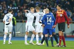 Lukasz Teodorczyk e Andriy Yarmolenko que comemoram o objetivo marcado, círculo da liga do Europa do UEFA da segundo harmonia do  foto de stock