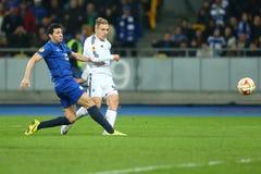 Lukasz Teodorczyk schießt den Ball, während Antolin Alcaraz versucht, ihn zu blockieren, UEFA-Europa-Liga-Runde des zweiten Match Stockfoto