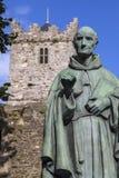 Luke Wadding Statue och den franska kyrkan i Waterford arkivfoton