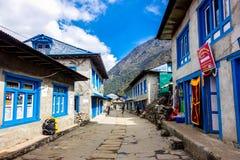 Lukla, Nepal 04/07/2018: Lukla miasto początku punkt Everest Podstawowego obozu trekking trasa Obraz Royalty Free