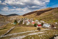 Lukomir, pueblo intacto pasado de Bosnia en montañas remotas foto de archivo
