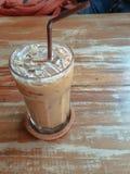 Lukrowa kawa na drewnianym stole Zdjęcia Stock