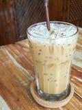 Lukrowa kawa na drewnianym stole Obrazy Royalty Free