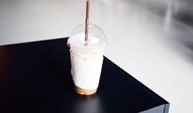 Lukrowa kawa w sklep z kawą Obraz Royalty Free