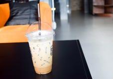 Lukrowa kawa w sklep z kawą Zdjęcie Royalty Free