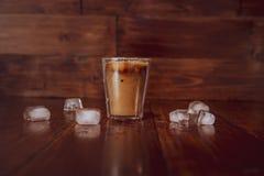 Lukrowa kawa z lodem na stole Obrazy Royalty Free