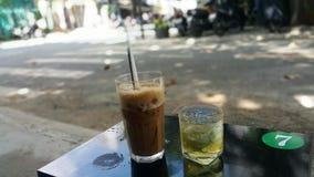 Lukrowa kawa z mlekiem w Wietnam fotografia royalty free