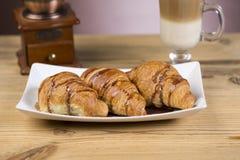 Lukrowa mokki kawa z croissants zdjęcie royalty free