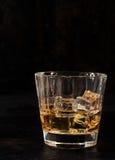 Lukrowy bourbon w szklanym tumbler fotografia stock