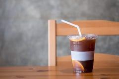 Lukrowy kawowy dink z pomarańcze plasterkami w szkle zdjęcie royalty free