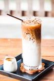 Lukrowy kawowy latte z kawa espresso strzału dostawianiem Fotografia Stock