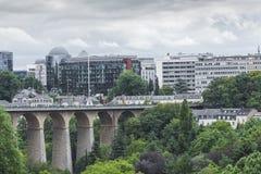 01, 2016: Luksemburg miasto LUKSEMBURG, LIPIEC - Nowożytna część luks Obraz Stock