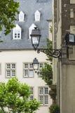 01, 2016: Luksemburg miasto LUKSEMBURG, LIPIEC - Typowa ulica wewnątrz Zdjęcia Royalty Free