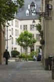 01, 2016: Luksemburg miasto LUKSEMBURG, LIPIEC - Typowa ulica wewnątrz Zdjęcie Royalty Free
