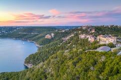 Luksusów domy na wybrzeżu Jeziorny Travis w Austin, Teksas obraz royalty free