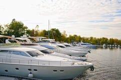 Luksusów motorowi jachty fotografia stock