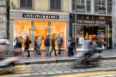 Luksus robi zakupy w Mediolan, Włochy Zdjęcia Royalty Free