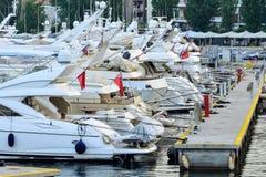 Luksusowa łódź w marina Obraz Stock