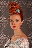Luksusowa młoda piękna kobieta w rocznika wiktoriański sukni Zdjęcie Royalty Free