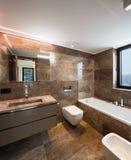 Luksusowa marmurowa łazienka z okno Obrazy Royalty Free