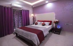 Luksusowa nowożytna sypialnia fotografia royalty free