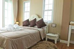 Luksusowa nowożytna sypialnia. Obrazy Royalty Free