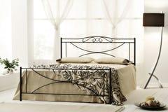 Luksusowa nowożytna sypialnia Obrazy Royalty Free