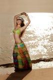 Luksusowa piękna modna kobieta na plaży Zdjęcie Stock
