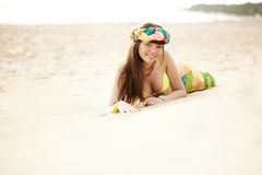 Luksusowa piękna modna kobieta na plaży Fotografia Royalty Free