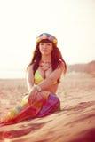 Luksusowa piękna modna kobieta na plaży Obrazy Stock