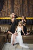 Luksusowe dziewczyny w wieczór sukniach w pięknym obrazy stock