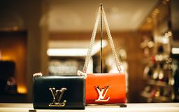 Luksusowe rzemienne ludwika Vuitton LVMH rzemienne torby Zdjęcie Royalty Free