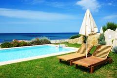 luksusowego basenu pływacka willa zdjęcia royalty free