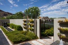 Luksusowego dworu domu Plenerowa Ogrodowa fontanna Obraz Royalty Free
