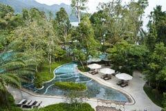 Luksusowego kurortu basen Zdjęcia Royalty Free