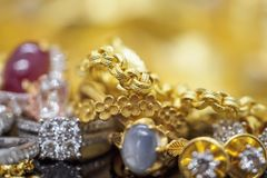 Luksusowej biżuterii diamentowi pierścionki z odbiciem fotografia royalty free