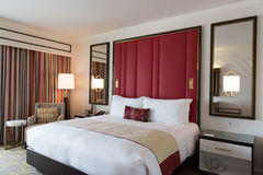 Luksusowej sypialni Wewnętrzny projekt z dekoracją zdjęcie royalty free