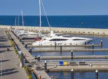 Luksusowi jachty cumujący przy schronieniem Fotografia Stock