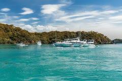 Luksusowi jachty dokujący w morzu zdjęcie royalty free