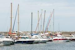 Luksusowi jachty I łodzie W porcie Fotografia Stock