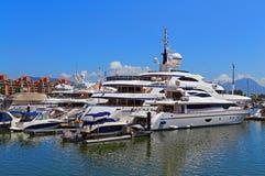 Luksusowi jachty i łodzie Zdjęcie Stock
