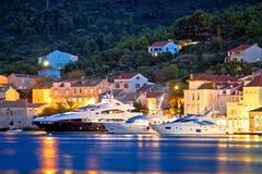 Luksusowi jachty w miasteczku Vis nabrzeże Zdjęcie Royalty Free