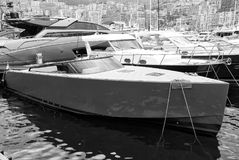 Luksusowi jachty w Monaco Monte, Carlo schronieniu - Zdjęcie Stock