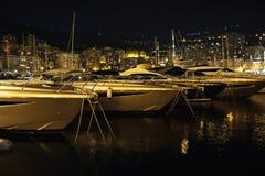 Luksusowi jachty w Monaco Monte, Carlo schronieniu - Obraz Stock