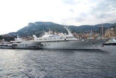 Luksusowi jachty w Monaco Monte, Carlo schronieniu - Obraz Royalty Free